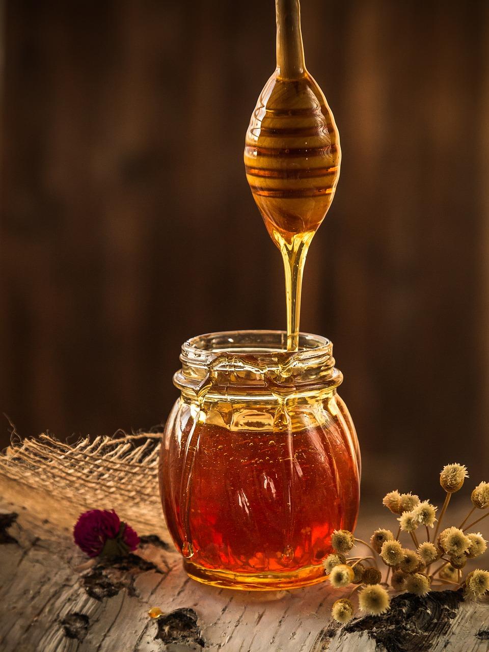 warme milch mit honig gegen halsschmerzen. Black Bedroom Furniture Sets. Home Design Ideas